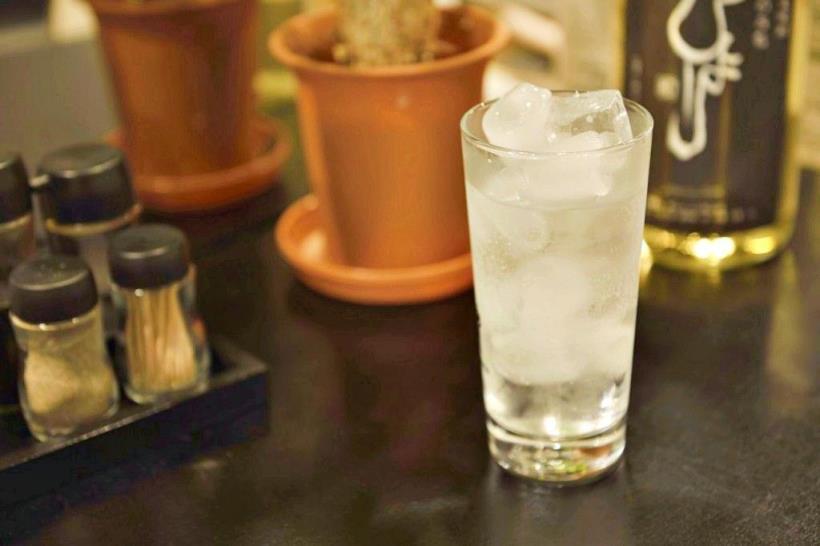冰水冲咖啡_到日本餐厅用餐,就算外面下雪也要「给客人喝冰水」!