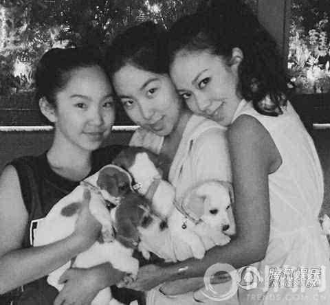 63歲的林青霞「與28歲女兒同台」,網友一看瞬間懂了....美與年齡無關!
