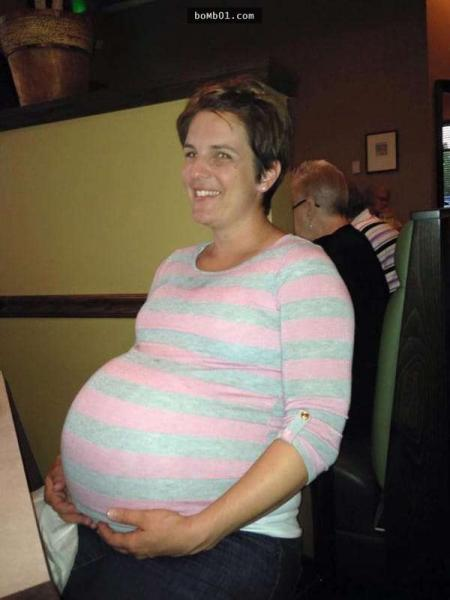 一直無法懷孕的夫妻靠人工受孕終於生下3胞胎,7個月後醫生居然告訴他們這個「不可能的消息」!