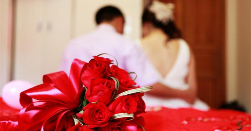為給父親治病,我娶了「陪嫁百萬的傻妻」,一年後父親過世,「懷有身孕」的傻妻卻提出離婚...