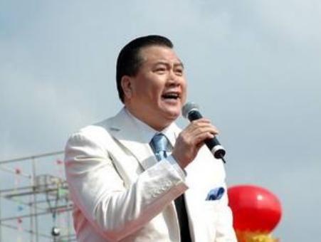 他捧紅劉德華有恩周星馳,迫於生計賣豪車,身患疾病晚景淒涼!