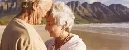 一對「一貧如洗」的夫妻,丈夫天天幫妻子熬白粥!七年後丈夫生意做大徹夜不歸直到去參加朋友的葬禮後才連忙跑回家卻看到妻子!