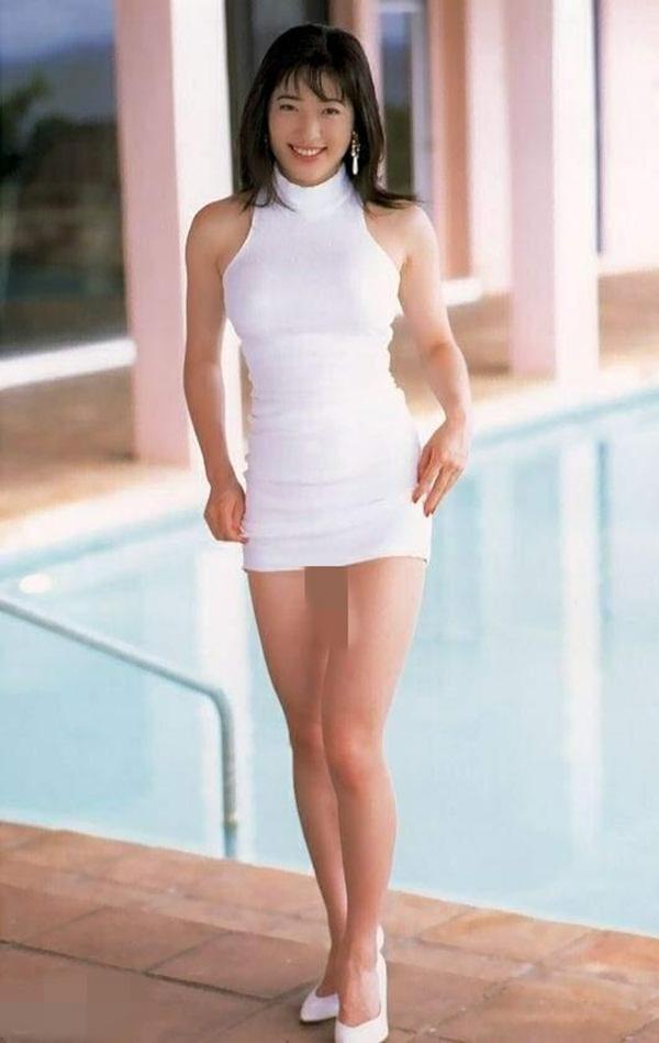 記得43歲日本第一美胸楊思敏嗎?切掉乳房、在事業高峰退出演藝圈的她,竟過著「這種生活」...