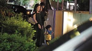 最新!王泉仁分居、冷落半年,麻衣遭直擊「帶孩子回日本」,孤單身影讓人心疼