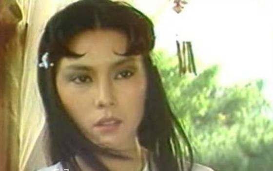 看了官晶華年輕時的照片,終於知道了鄭少秋為何放棄肥肥而娶她