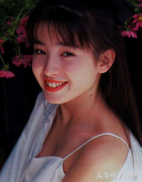 她曾被封為「世間最美的少女」,17歲被親媽逼陪睡拍裸照,母親去世後她淡淡說了這樣的話...