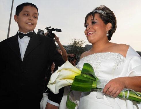 世界上最胖的男子娶妻,體重560公斤用貨車運去接新娘,看到新娘後,才明白「一山還有一山高」!