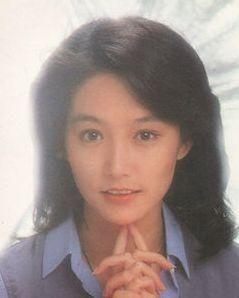40年前紅過林青霞,因緋聞被迫息影,45歲愛女遭劈腿跳樓身亡 !