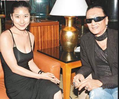 81歲謝賢與31歲女友COCO近照,小50歲女友黯淡無光,相戀11年開始對謝賢厭倦....