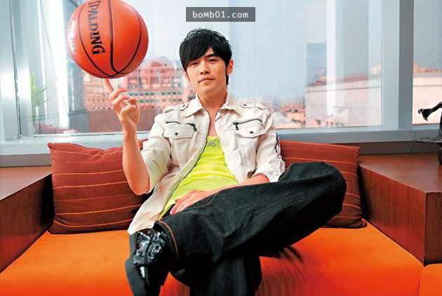 年輕網友炫耀他在球場「花6萬趕走周傑倫」,周董的高風度回應馬上對比出對方還太嫩了!