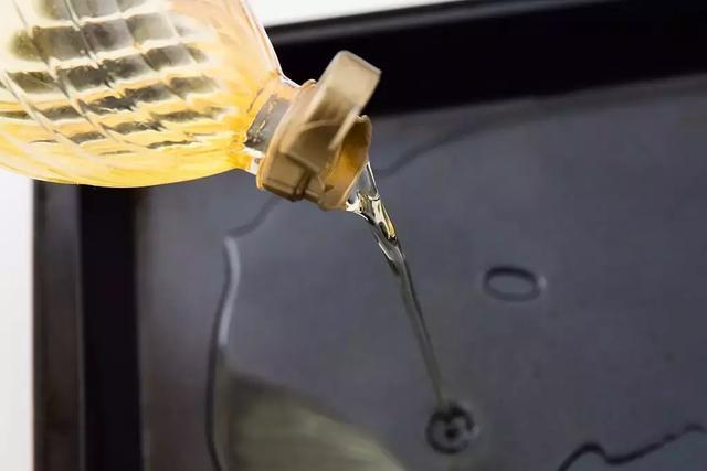 只要一個寶特瓶,油煙機用上一年都不用洗,照樣乾凈不積油!