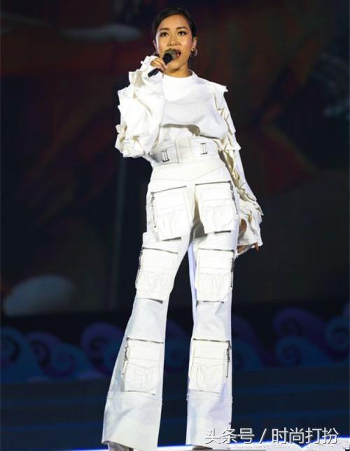 這些女星穿衣太大膽了! 吉克雋逸的透明褲印出「三角區」