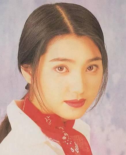 美貌不輸李嘉欣的她,當紅時下嫁內地窮小子,如今46歲成人生贏家