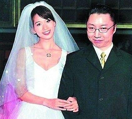為何43歲的林志玲至今未嫁,原因在於老闆們的合照:身體很誠實!網友:看完以下的照片後,連我都不想娶了!