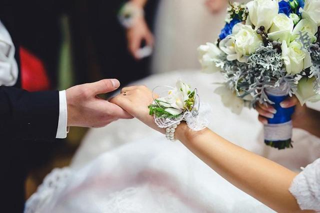 前夫再婚,我不請自來,從包裡掏出一張紙,他立馬取消婚禮