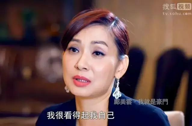 14歲喪母,拋棄出軌渣男,拒嫁豪門,54歲未婚卻擁有5億身家!