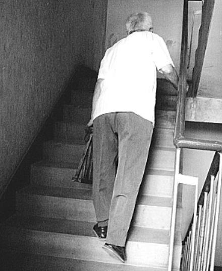 退休醫師膝蓋疼秘方公開!廚房一「寶」讓老人健步如飛,40年未曾失手