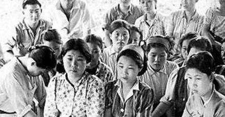 一名士兵「硬拖9個女戰俘」在深山裡長達19年竟逼迫「生下71個孩子」,沒想到她們每天竟然都被...