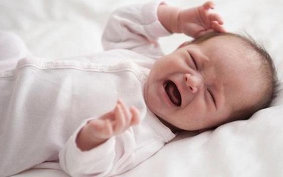 寶寶睡覺時出現這幾種睡相,媽媽別大意!有可能是寶寶不舒服了