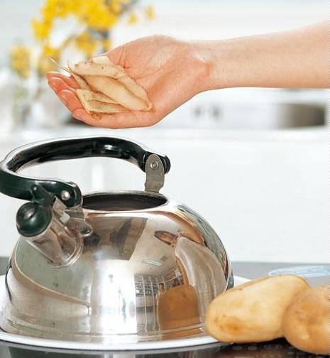 電水壺裡加點「這個」,能去除所有水垢,燒開的水比礦泉水還要甜!