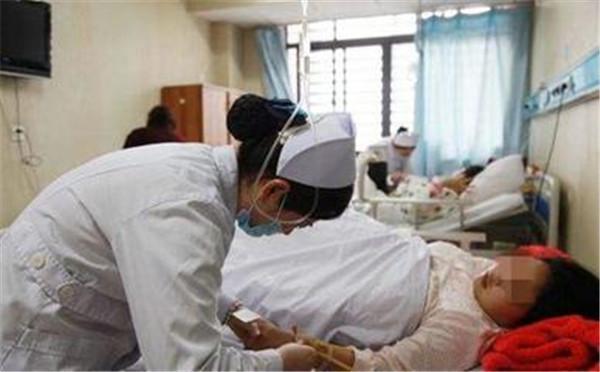 產後誕下龍鳳胎,卻被丈夫狠心拔掉呼吸機! 讀者卻紛紛覺得暖心