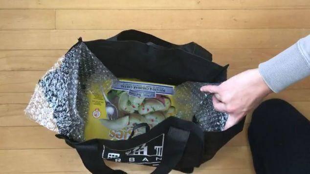 包裹里的氣泡墊別扔掉啦!簡單剪兩下放鞋子裡還能這麼實用,現在知道還不晚!