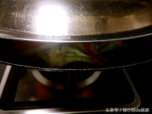 我燒的花菜和你們不一樣,一滴水都不用放,又香又好吃,下飯菜!