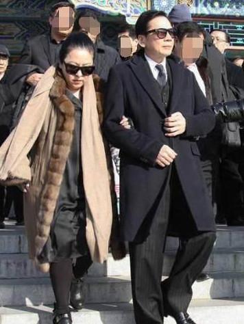 他是香港的「姦神」,出賣過周潤發,54歲早逝向華強前去送行