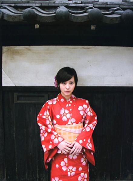 日本女性穿和服的時候都「不穿內褲」呢?日本女性開始穿內褲不是為了遮羞,而是為了……