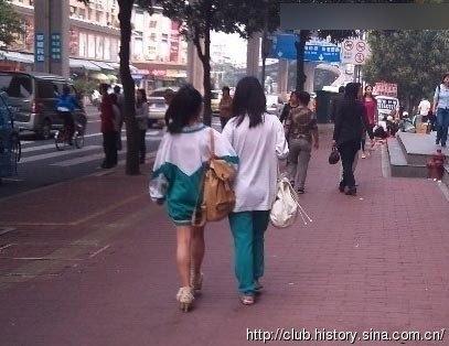 太狂了!強國現在流行把制服這樣穿!原來校服可以穿的這麼誘惑!看到第二張我就不行了…
