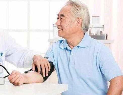 高血壓再饞這幾物,也別常碰!當心貪吃血壓飈升,意外隨時發生