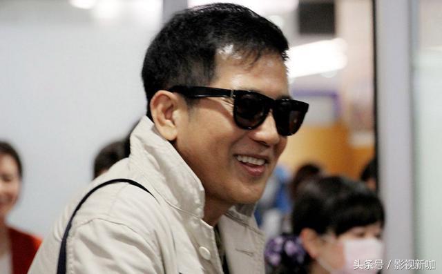 秦漢機場被拍,71歲如同18歲小伙,錯過林青霞後至今單身