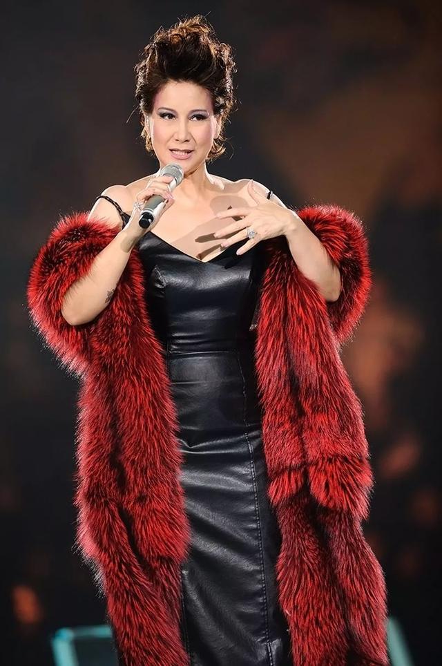 香港最傳奇女歌手,丈夫死後永不再嫁,四年後為其生下一女