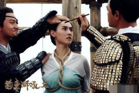穿幫圖片:楊冪的身材真的好,馮紹峰都控制不住自己的眼神