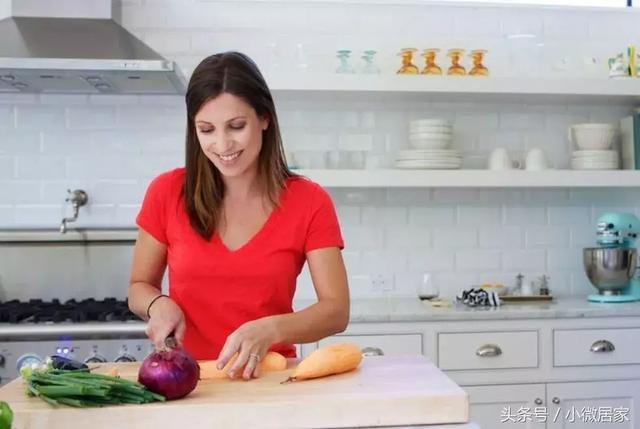 牙膏皮不用扔,剪一剪放廚房,解決了千家萬戶都困擾的問題!