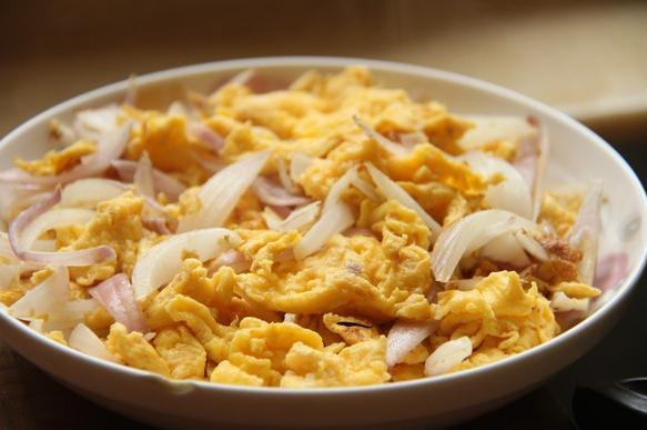 40歲婦女天天煮洋蔥給家裡人吃,半個月後,全家身體出現驚喜變化