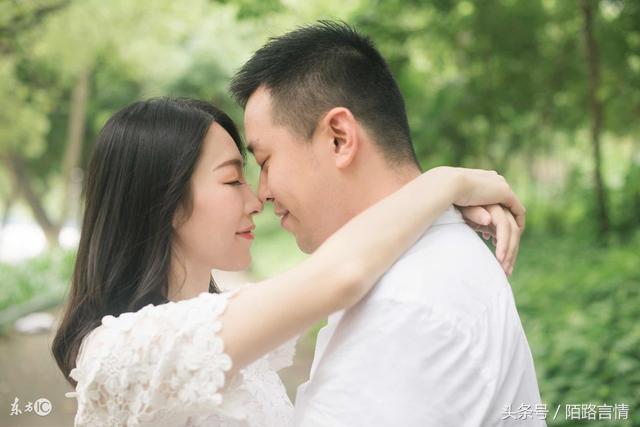我未婚先孕娘家陪嫁30萬,新婚之夜婆婆無意一句話,婚房變空房
