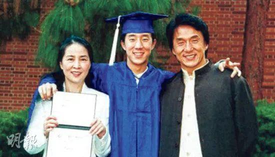 臨盆前成龍才娶她,婚後20年方得信任,為什麼成龍不會愛上林鳳嬌