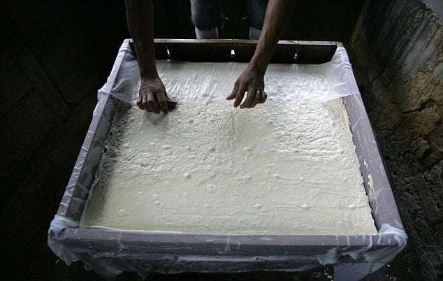 太愛吃豆腐 55歲男子身體裡有420顆結石 醫生取到手都麻了!