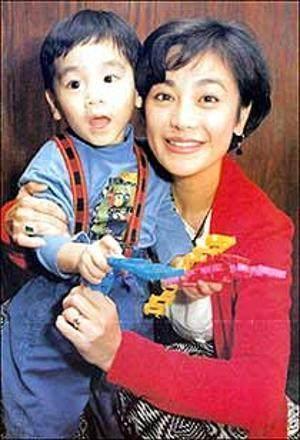 張艾嘉28歲兒子近照,曾遭人綁架險喪命,如今成了這般模樣!