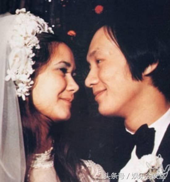 70歲歌神「許冠傑」,18歲早婚真相曝光,52年只愛她一人!