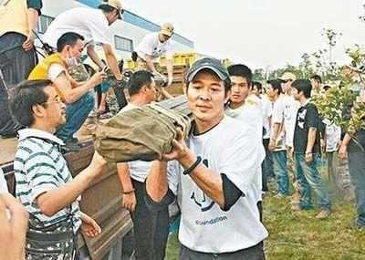 面對地震,吳京李連傑一線救援,孫儷韓紅痛哭,她大罵外國人白痴 !