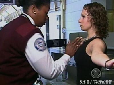 鏡頭下:美國機場安檢過程,最難堪的是貼身檢查