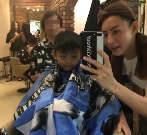 謝賢哭了! 張柏芝帶大兒子理髮變謝霆鋒,小兒子卻這樣形容爸爸!