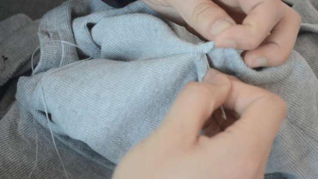衣服開線了怎麼辦?老裁縫教我無痕縫法,非常實用,縫完不留痕跡