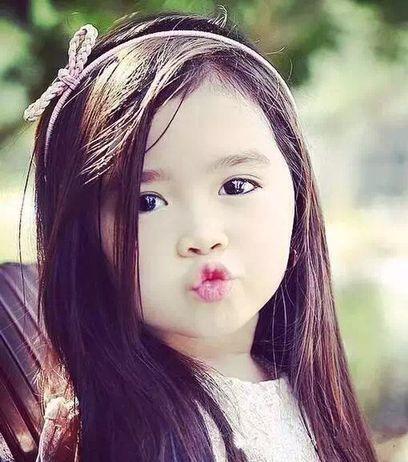 5歲韓菲混血小女孩因太可愛,中東土豪將她全家接到杜拜包養,如今女孩卻變成這個樣...
