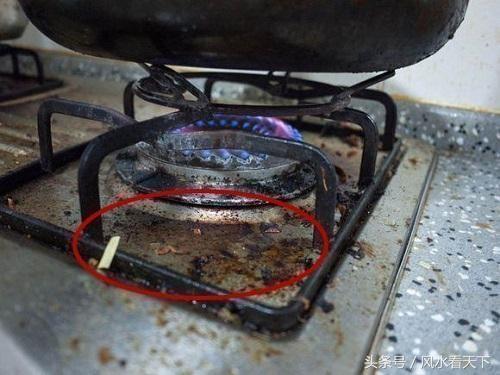 煤氣灶天天擦天天髒?老保姆教你用一妙招,灶台就像新買的一樣
