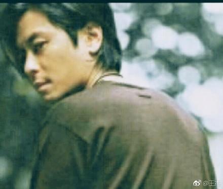 歌壇浪子王傑宣布「退出歌壇」!當年「被下藥弄壞嗓子」他終於痛心說出真相:「我知道他是誰...」