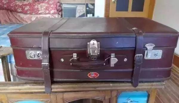 生完孩子,婆婆來看孫子,打開她帶來的大箱子,我嚇得扔了出去