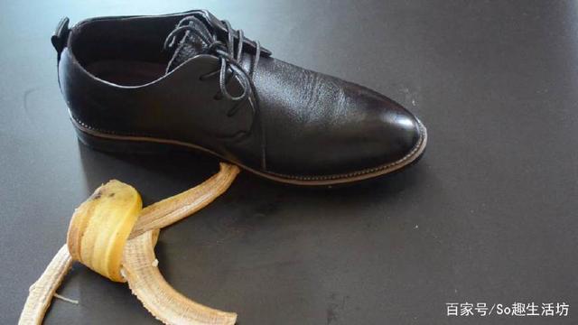 剝下來的香蕉皮千萬別扔了!放一塊再腳底下作用太厲害了,看完趕緊試試!